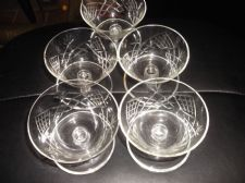 4 +1 X VINTAGE GLASS SUNDAE DISHES WITH FOOT WELL PRETTY CUT LOOK DESIGN